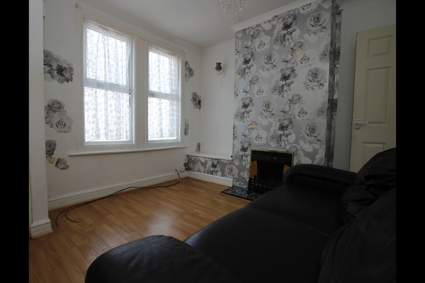 3 Bed Terraced House, Victoria Road, ME4